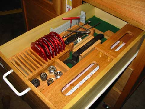 Boat project woodworking topics the second drawer holds all of the items necessary to use the router station including the various plate rings collets wrenches incra templates greentooth Gallery
